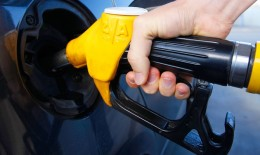 Цены на нефть падают, а бензин в 2016 и 2017 году дорожает: почему